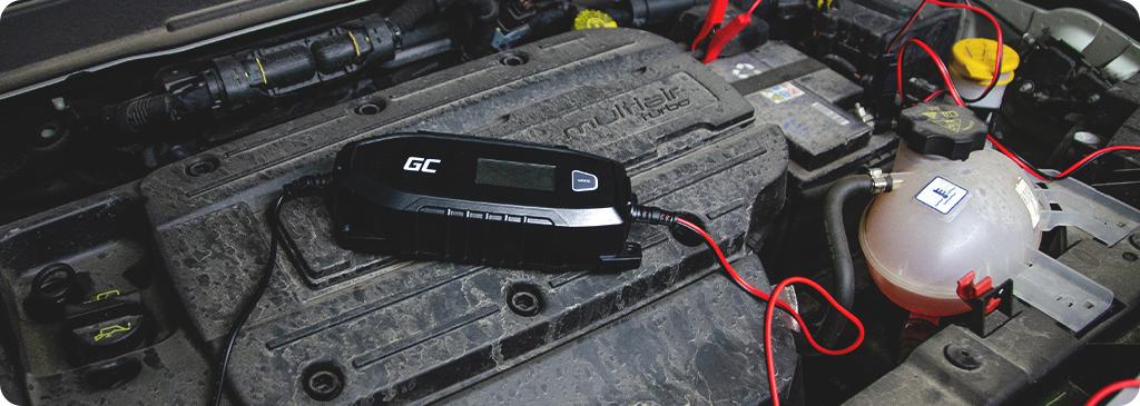 Comment le redresseur est-il connecté à la batterie?